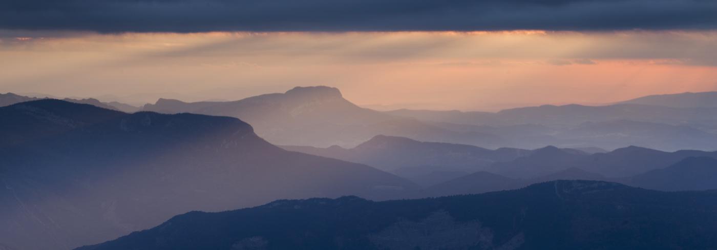but sapiau: coucher de soleil sur les crêtes du diois